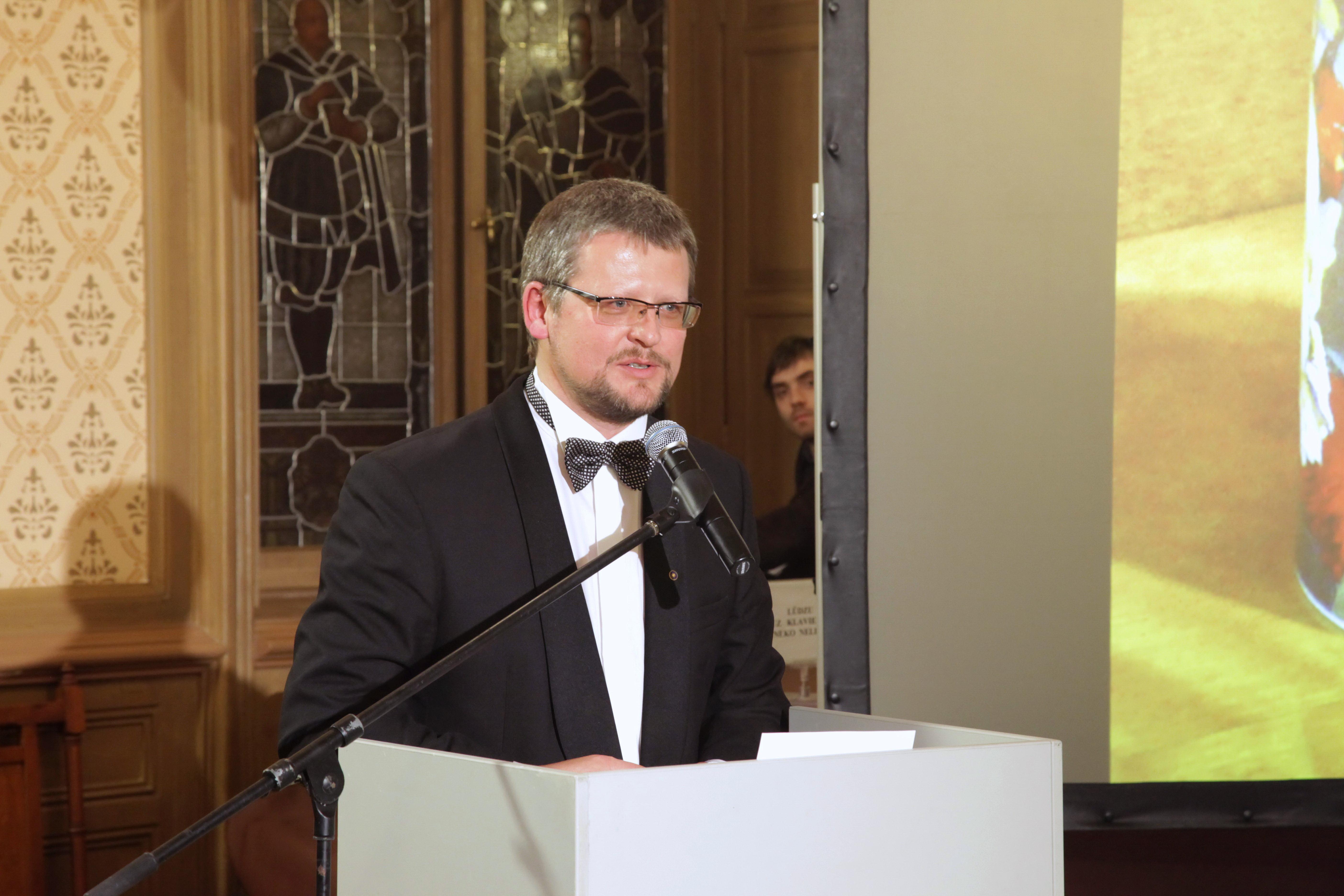 Guntis Belēvičs, 21.03.2011, Rīga, Mazā Ģilde, Likteņdārza ziedojumu mākslas darbu izsole